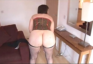Prexy of age brunette almost soft pussy undresses and widens
