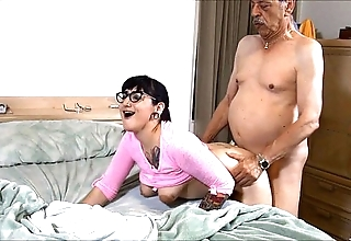 Suckering grandad hd