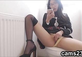 Teacher girl heeding porn back a toilet