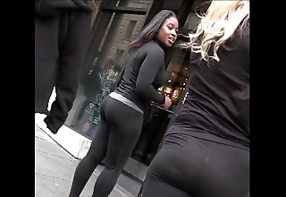 Openly kirmess raven cooky in yoga pants chafe hinie creepshot